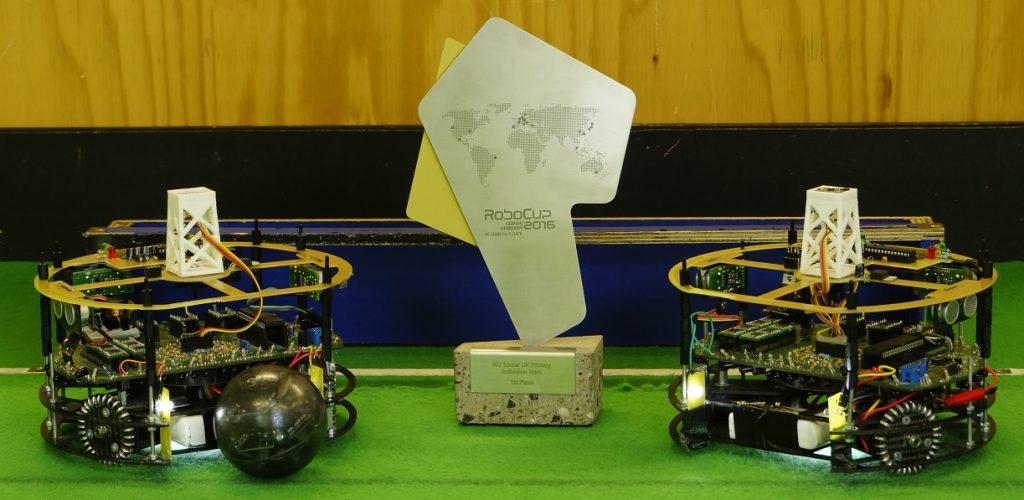 Roboter_und_Pokal_-_UT_-_L2016_k